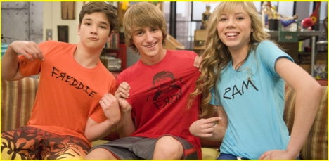 Fred with the iCarly kids